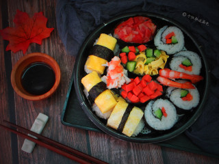 简易版寿司拼盘,这么简单朴素,但就是可以这么好吃。太让人感动了