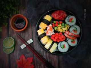 简易版寿司拼盘,如今自己做,不需要勉强加那些不是很喜欢的配料