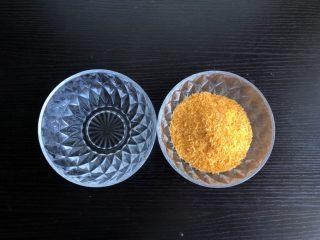脆皮空心南瓜球,准备清水和面包糠