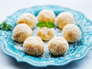 美食丨芝心红薯椰蓉球 一口一个超好吃~,放入微波炉叮一分钟,大功告成!