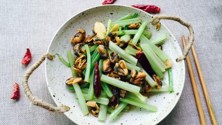 家常菜+淡菜干炒芹菜