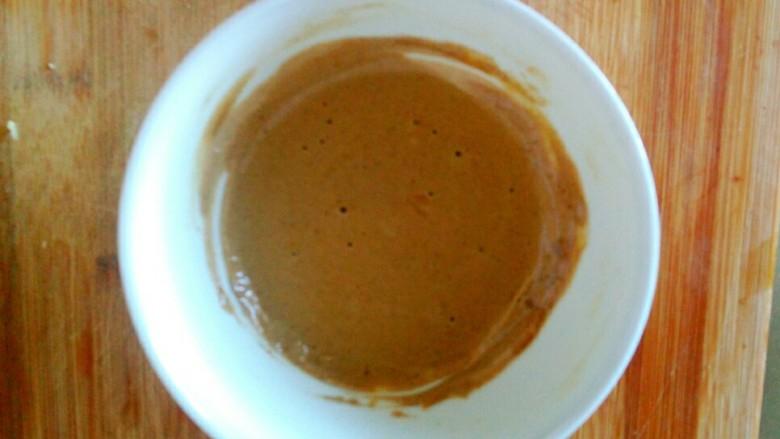 麻酱油麦菜,用筷子搅拌均匀