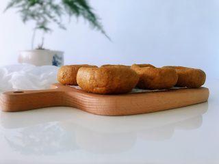 黑豆渣窝窝头,营养健康,简单易做的黑豆渣玉米面窝窝头成功了。