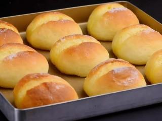 屁屁包,放入提前预热好的烤箱,烘烤180度9-10分钟。