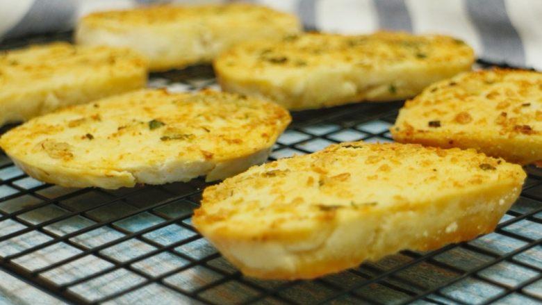 蒜香烤馍片
