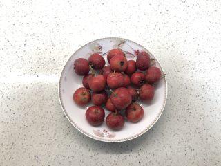 百变水果 冬季小零嘴,消食又开胃——山楂雪球,山楂挑选颜色鲜红个头均匀的