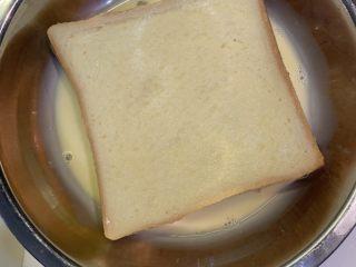 厚蛋烧芝士午餐肉三明治,双面蘸上