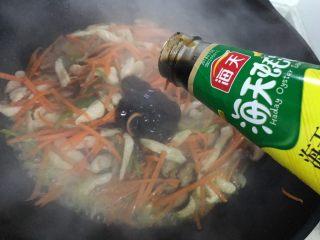 蚝油胡萝卜香菇杭椒炒鸡丝,加适量蚝油