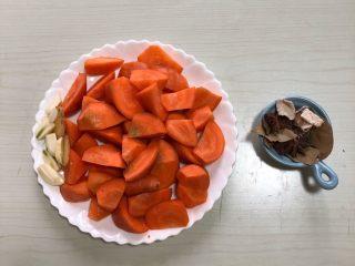 羊排炖胡萝卜,胡萝卜提前切滚刀块