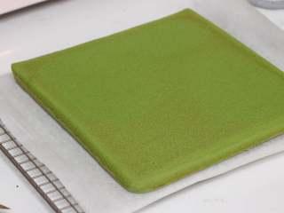 乳糖不耐受体质吃货必选—抹茶栗子蛋糕卷,撕去油布,铛铛铛,漂亮细腻的毛巾底
