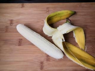 百变水果  糖果香蕉,去掉香蕉皮。