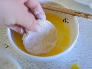 红薯糯米饼,裹上一层鸡蛋液