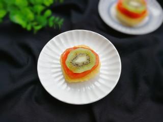 百变水果  酸甜猕猴桃夹黄金馒头,可以吃了