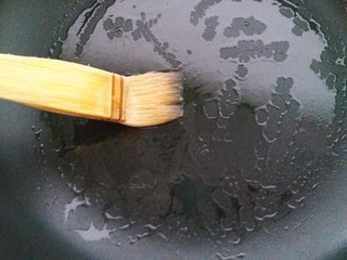 香糯南瓜饼,平底锅刷薄薄一层油