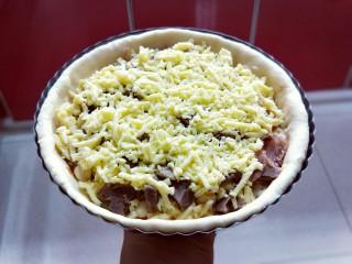 教你在家自制厚底牛肉披萨,做法简单,味道超赞,准备入烤箱!
