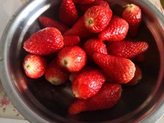百变水果  水果沙拉,草莓清洗干净,