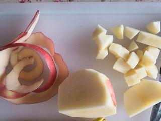 百变水果  水果沙拉,苹果去皮,先切片,再切1厘米见方的小块,