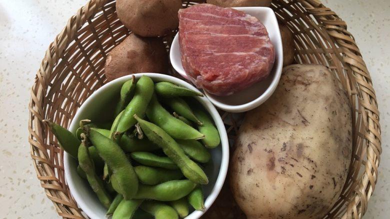 莲藕肉丁,准备食材。