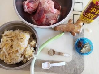 大骨头炖酸菜,准备原料
