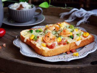 鲜虾吐司披萨,成品图。