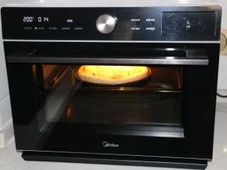 自制培根披萨,再入烤箱,200度15分钟左右,披萨上色满意即可。