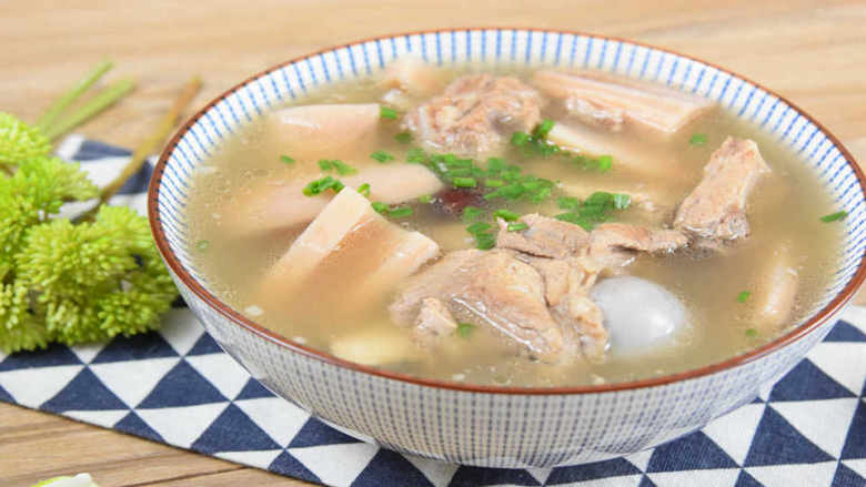 天气转凉,煲一锅莲藕排骨汤暖暖胃吧