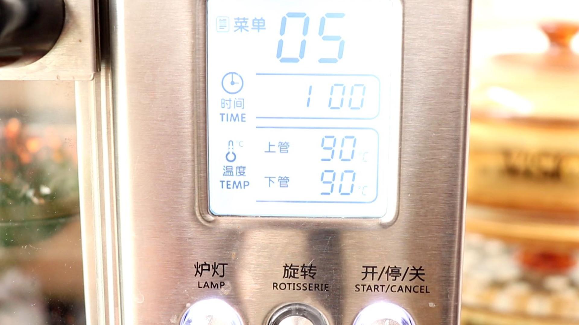 自制香菇粉,上下管90度,继续烘烤1h</p> <p>tips:我做的多,所以一共烘烤了3小时,建议大家做少一些