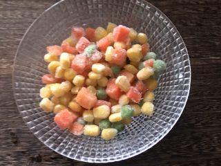 简单版糯米烧卖,冷冻青豆玉米胡萝卜粒自然解冻
