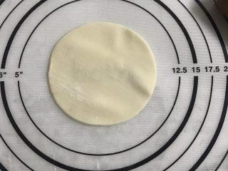 简单版糯米烧卖,取饺子皮一张