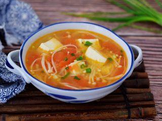 番茄金针菇豆腐汤,成品图