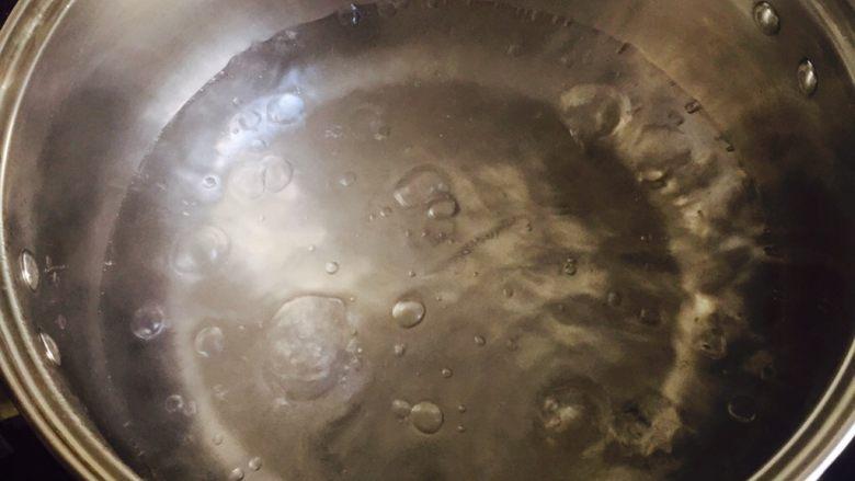长寿面&生日面,准备一个汤锅加水烧开