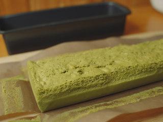 抹茶魔法蛋糕,室温放凉,冷藏2小时以上。