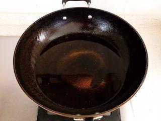 香炸麻团,锅里加入大豆色拉油