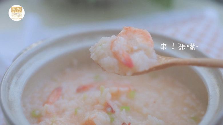 暖暖鲜虾砂锅粥 「厨娘物语」,暖暖鲜虾砂锅粥就做好啦,开吃吧~。
