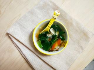 鲜蔬芙蓉汤,很快速的,一碗热乎乎的营养鲜蔬汤就好了。