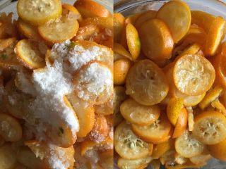 止咳化痰的金桔酱,冰糖捣碎先放一半的量,拌匀放冰箱腌制2小时以上