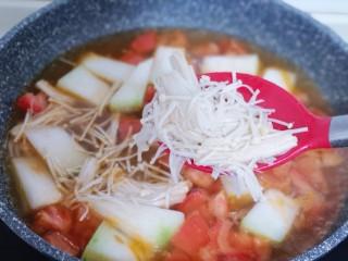 酸甜开胃~番茄金针菇冬瓜汤,再加入洗干净的金针菇!