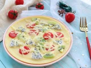 水果披萨,宝宝的辅食也需要色彩丰富些,这样不论营养上,还是对宝宝的吸引力上都是很有帮助的。