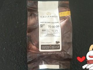 香浓巧克力爆浆面包,这次我用的是百分之70巧克力可以参考下做出来很有巧克力味但是有点苦