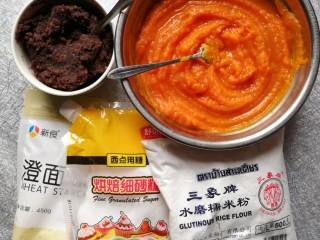 南瓜糯米糍,打好的红豆泥和南瓜泥,以及糯米团需要的材料。