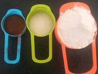 香浓巧克力爆浆面包,可可粉15克 糖25克 高筋粉185克