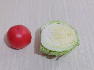 营养健康早餐  卷心菜番茄全麦鱼面,准备番茄,卷心菜!