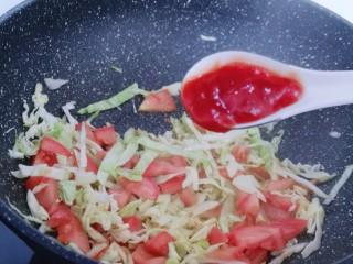 营养健康早餐  卷心菜番茄全麦鱼面,加入番茄酱!