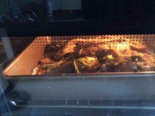 烤鱼—黑鱼,鱼上刷油烤鱼180度先烤30分钟