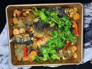 烤鱼—黑鱼,放上辣椒烧热油淋上去