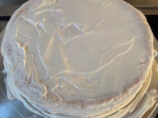 妈妈的蛋糕,抹上一层薄薄奶油