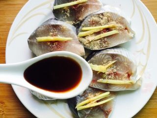 香煎马鲛鱼,一勺生抽