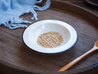 南瓜小米粥,准备好燕麦米。