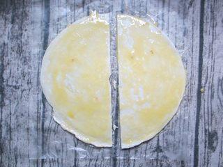 家庭版的法风烧饼,将蛋液均匀刷在饼皮上