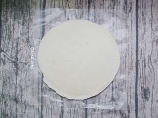 家庭版的法风烧饼,准备一张手抓饼坯,也可以用飞饼皮